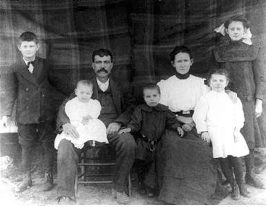 Nolar and Linus Roe Family